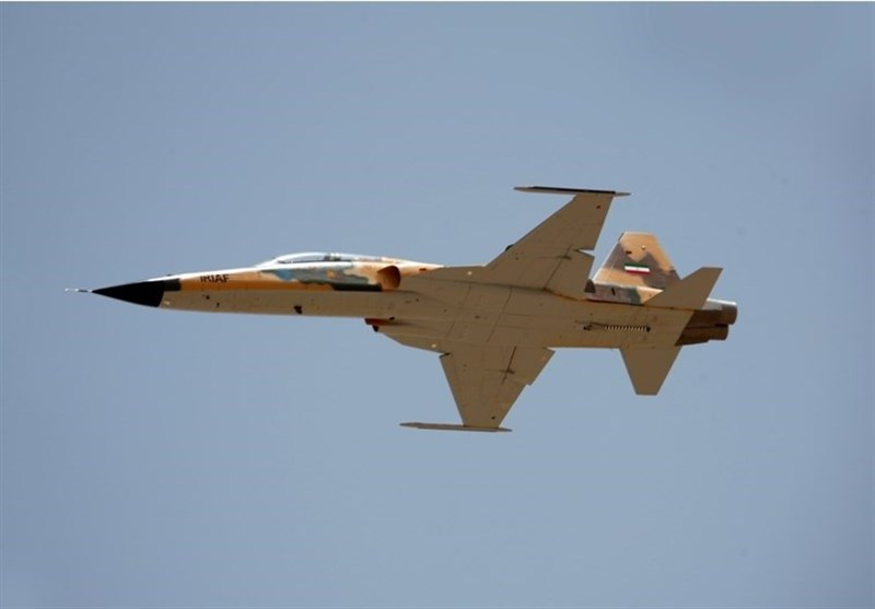 نخستين جنگنده ايران رونمايي شد