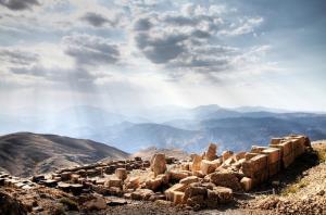 عکس/ مجسمه های باستانی کوه نمرود در ترکیه