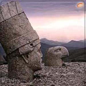 مجسمههای غولپیکر در کوه نمرود ترکیه