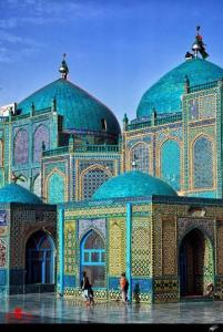 درخشش مسجد آبی در مزارشریف