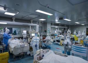 استاندار کرمان: بیمارستان عنبرآباد پیشرفت چندانی ندارد