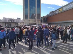 تجمع هواداران تراکتور مقابل هتل محل اقامت تیم