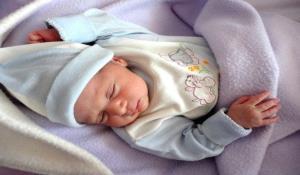 نوزاد عجول مریوانی در آمبولانس اورژانس به دنیا آمد
