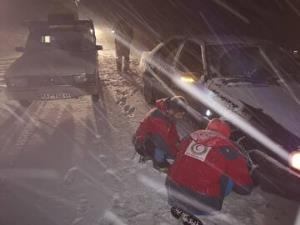 امدادرسانی نیروهای هلالاحمر آذربایجانغربی به ۱۴۱ گرفتار در کولاک و برف