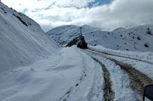 برف راه ۴۵ روستای میاندوآب را بست