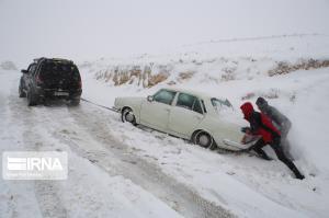 بارش برف و کولاک جاده مهاباد - بوکان را بست