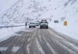 ادامه بارش برف در جاده هراز