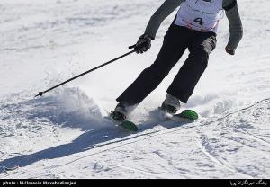 عکس/ رقابت جانبازان و معلولین در پیست اسکی دیزین