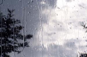 برخی جادههای خراسان رضوی برفی و بارانی است