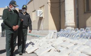 کامیونت حامل ۳۰۴ کیلوگرم تریاک در کرمان واژگون شد