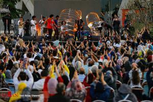 عکس/ ازدحام در کنسرت نوروزی برج میلاد