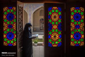 لذت خواندن قرآن در مسجدی از نور و رنگ