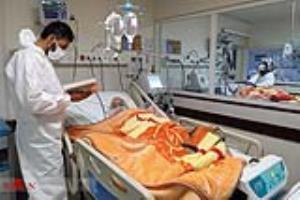 عکس/ حال و هوای بیمارستان های زنجان؛ راز و نیاز پرستار بر بالین بیمار بدحال