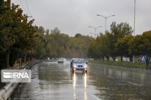 بارش باران موجب لغزندگی تمام راههای ارتباطی استان سمنان شد