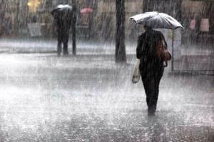رگبار باران و رعدوبرق در راه مرکزی