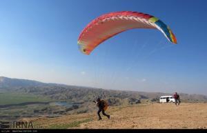 سقوط پاراگلایدر در گتوند منجر به مرگ خلبان شد