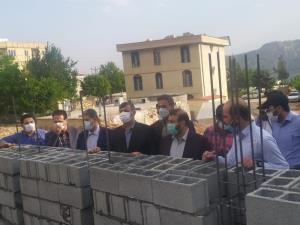 دیوار چینی ۱۸۰ واحد مسکونی در شهر زلزلهزده سیسخت انجام شد