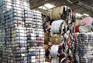 کشف بیش از ۳۰۰۰ ثوب پوشاک قاچاق در قشم