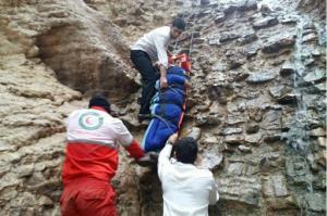 سقوط کوهنورد محلاتی از کوههای پشت اروج