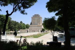 انتقاد رئیس شورای شهر مشهد از بسته بودن درب آرامگاه فردوسی