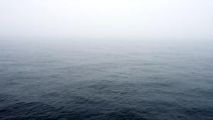 مه رقیق صبحگاهی بر روی جزایر هرمزگان