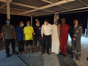 نجات سرنشینان یک موتور لنجباری در خلیج فارس