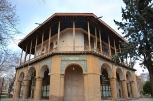 مرمت تزئینات کاخ چهلستون قزوین آغاز شد