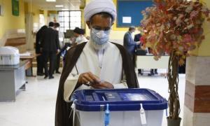 امام جمعه شهرکرد رأی خود را به صندوق انداخت