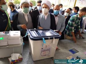 نماینده ولی فقیه در استان فارس رأی خود را در صندوق انداخت