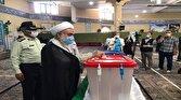 نماینده ولی فقیه در استان قزوین  رأی  خود را به صندوق انداخت