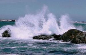 دریای عمان و تنگه هرمز متلاطم است
