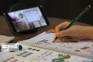 ۳۵۰۰ تبلت و تلفن همراه به دانشآموزان البرز اهدا شد