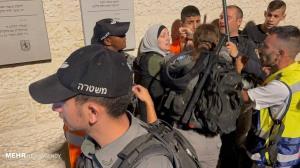 یورش نظامیان رژیم صهیونیستی به جوانان فلسطینی در مسجدالاقصی