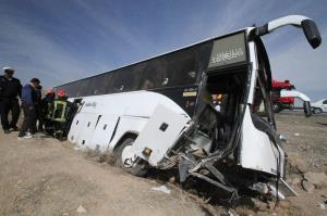 واژگونی اتوبوس در جاده سمنان به سرخه ۱۵ مصدوم برجای گذاشت