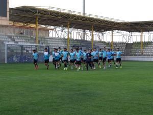 تیم فوتبال شهرداری همدان برای حضور در فینال لیگ ۲ استارت زد