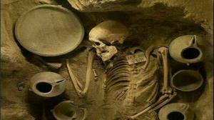 کشف قبرستان چندصد ساله در ساوجبلاغ