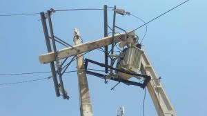 خسارت تندباد به شبکه توزیع برق در شهرستان مهر