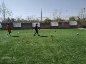 تمرین دختران فوتبالیست کرمانشاه در پارکها