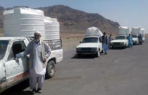 خیران ۶۱ تانکر آب به مردم سیستانوبلوچستان اهدا کردند
