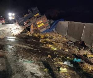واژگونی کامیون در محور کازرون به شیراز، ۲ فوتی داشت