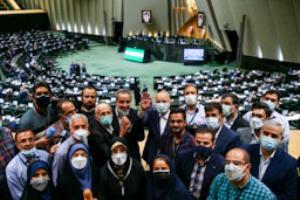 عکس یادگاری قالیباف با خبرنگاران