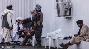 طالبان در ایست بازرسی در نزدیکی فرودگاه کابل