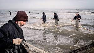 آغاز صید ماهی از دریاچه پشت سدارس