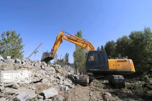 آزادسازی حریم و بستر رودخانه آبشینه همدان از تصرفات غیرقانونی