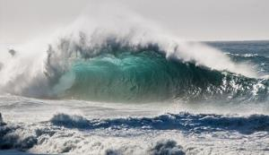 دریا در جزایر غربی هرمزگان مواج میشود؛ شناورهای سبک تردد نکنند