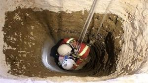 آتشنشانان همدان ۳ نفر را از عمق چاه ۴۰متری نجات دادند