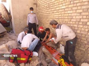 سقوط تراکتور غلطک از ارتفاع ۴ متری و نجات راننده