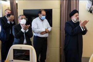 عکس/ نماز جماعت سید ابراهیم رئیسی در هواپیما