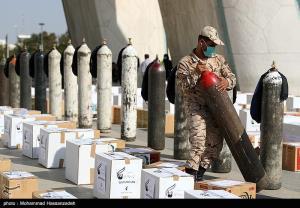 عکس/ اهداء کپسول اکسیژن در رزمایش کمک مومنانه سپاه