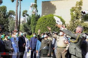 عکسهای برگزیده؛ رها کردن پرنده در نمایشگاه بینالمللی صلح و دفاع ارتش